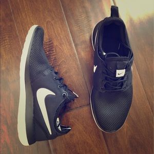 NWOT Black Nike youth girl shoes
